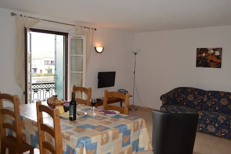 Quaint 2nd floor apartment in historic centre AGDE - Agde