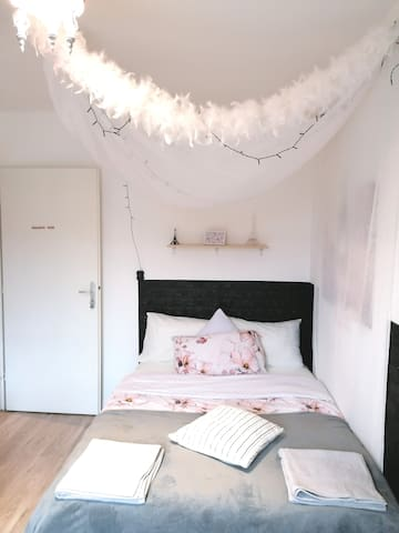 Romantic Priv.Room New, near the heart of Paris