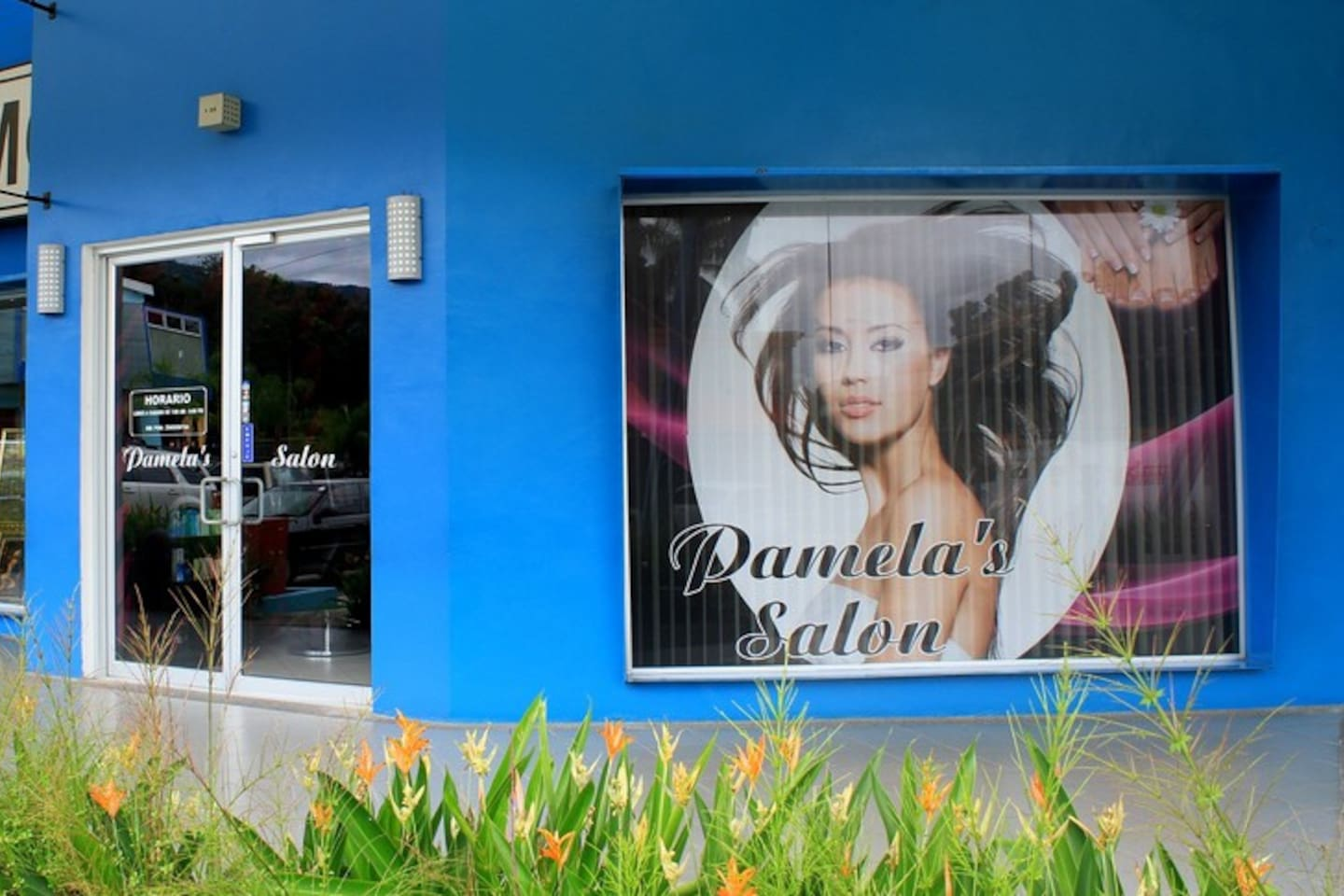 Convenient! A beauty salon just a few steps from your suite. Perfect for last-minute plans. Open late!