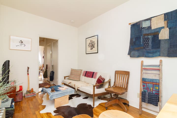 Spacious Sunny Designer 1 Bedroom in East Village