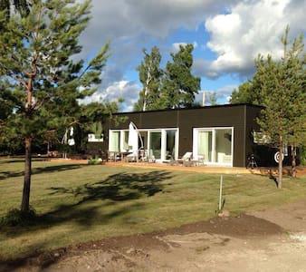 Exklusiva Villa Evian vid havet - Klintehamn - House