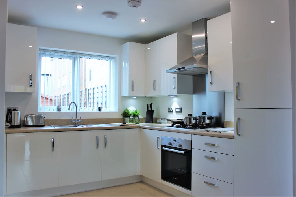 Homely kitchen with full cooking facilities including a microwave, Kettle and toaster