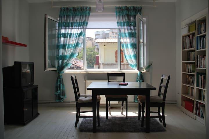 Great room in Cihangir/Taksim