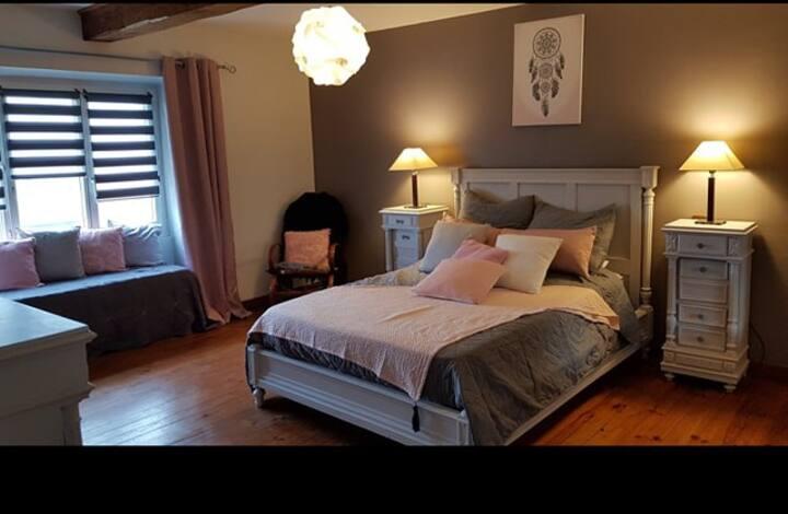 Chambre calme et spacieuse en pleine nature