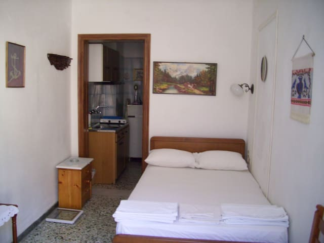 Chora backpackers place