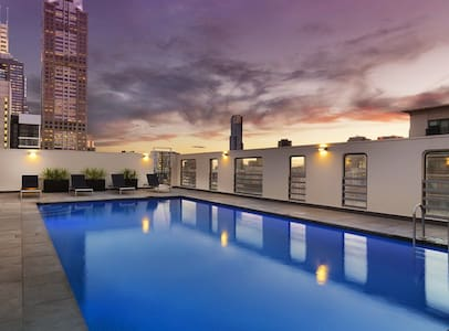 A+ Location City Apartment Home w/ Sky Pool - Melbourne