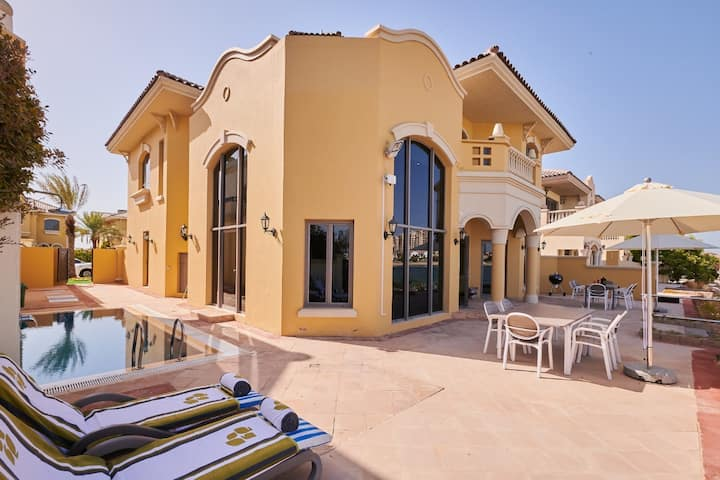 5BR Villa in The Palm Jumeirah front B5