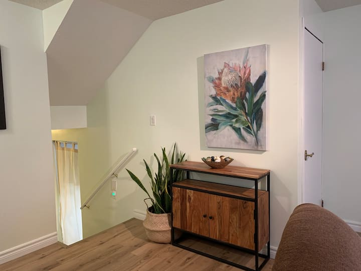 Crystal heights cottage. Basement suite.