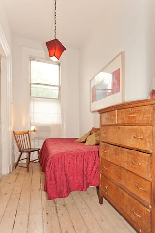 Small room in lovely shared house - Brooklyn - House