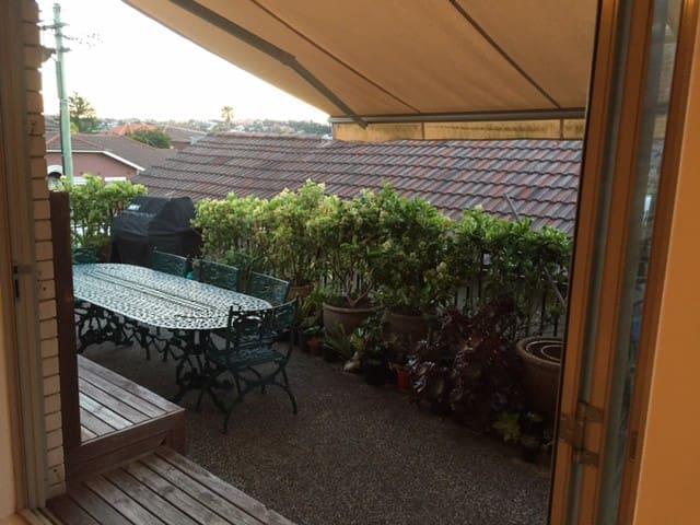 NORTH BONDI Sunny Family Beach Cottage Oasis - North Bondi - Apartemen