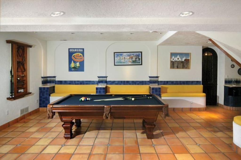 Pool table and entertainment galore