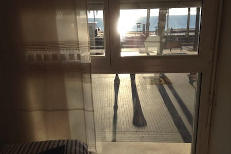 Doble Room in Front of the Beach! - Badalona - House