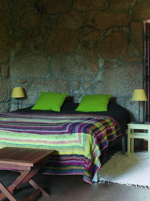 Queen bed. We renovated the cottages with tradicional materials and construction: granite stone walls, wooden ceiling and floor