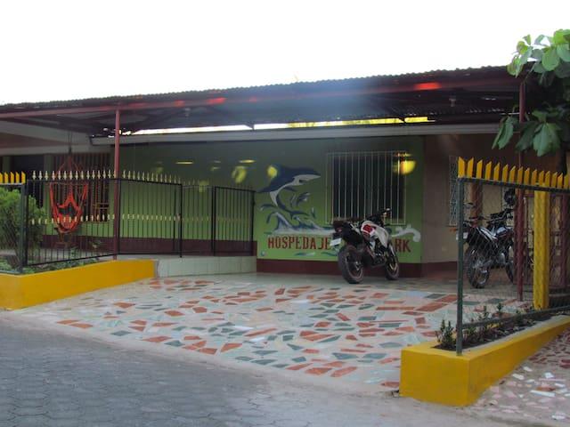 Entrada al parkin de motos .