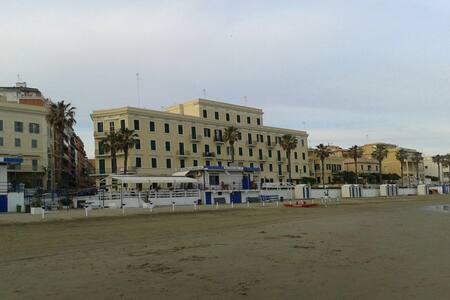 BEACH FRONT APARTMENT IN THE CENTRE OF ANZIO - Anzio - Apartemen