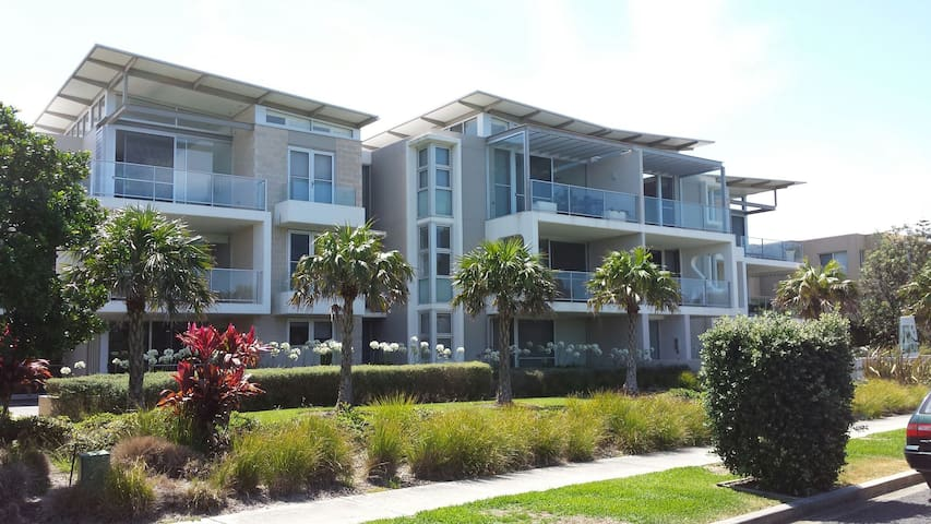 Modern 3BD apartment beach escape - Hawks Nest - Pis