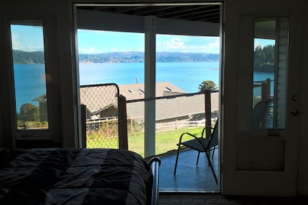 Master Suite #2 @ Island House, Honeymoon Bay - Greenbank