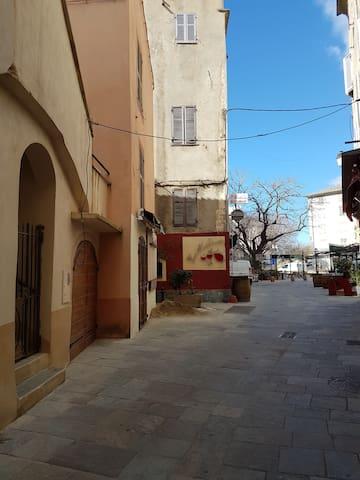 Petit appartement de charme  au coeur du village