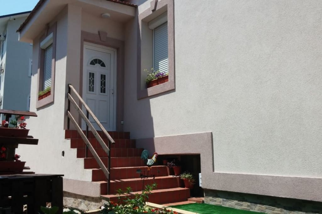 entrance to the apartments 1 km  from center, 200m from nearest restaurants and shops, 100m from  farmacie