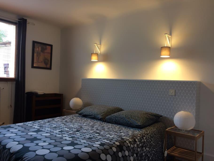 Chambre 1 : lit 2 personnes (140x190cm)