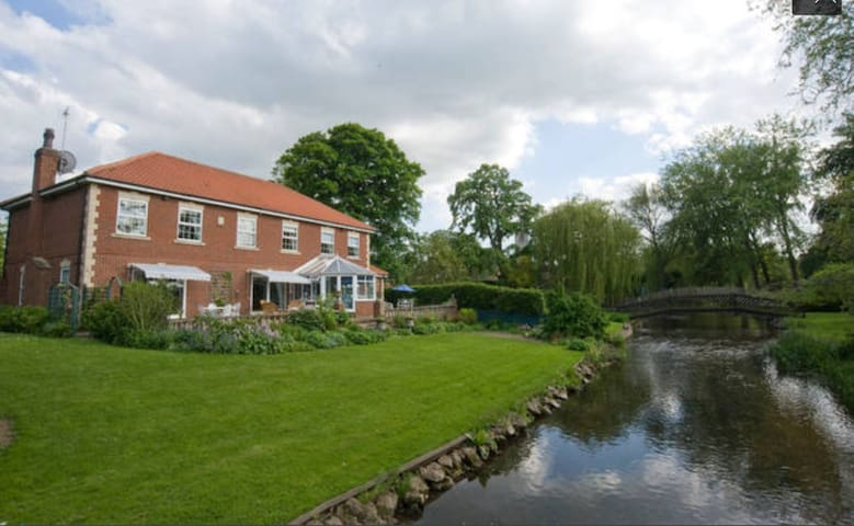 Beautiful village in Nottinghamshire - Sheffield - Haus