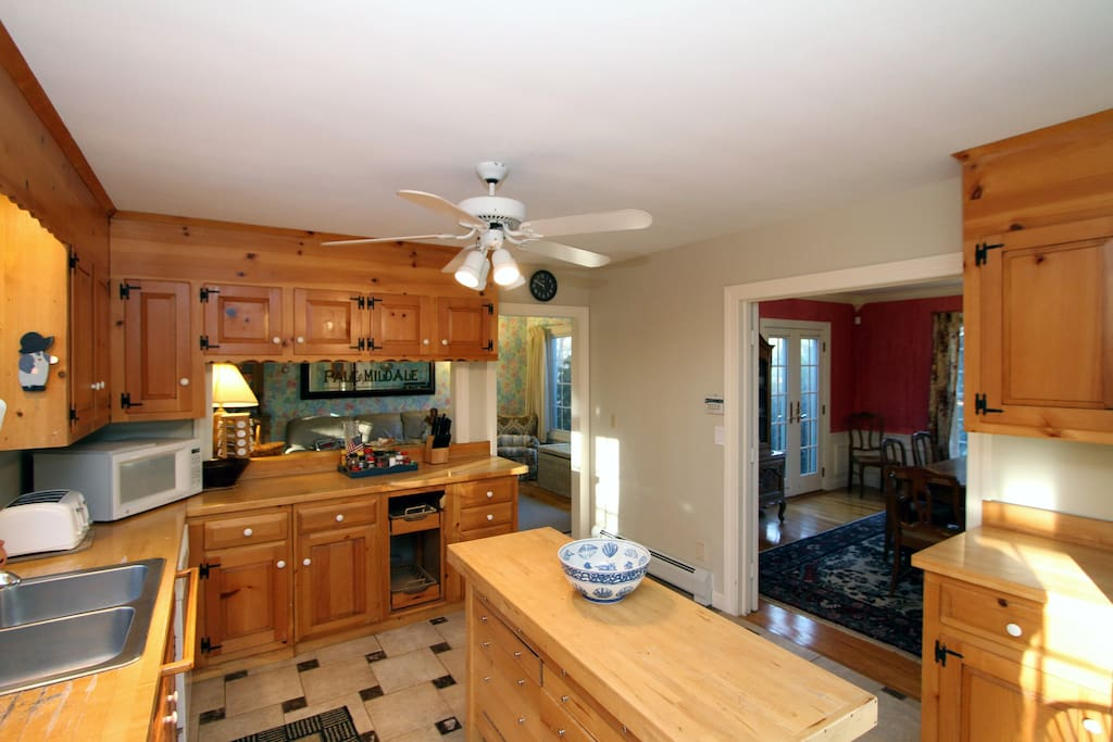 Lots of elbow room and counter space in the kitchen!