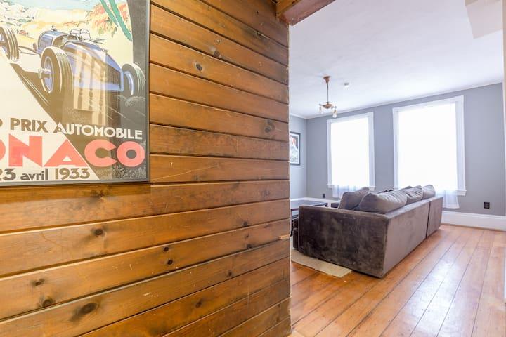 Charming 3 Bedroom, PRIME LOCATION!