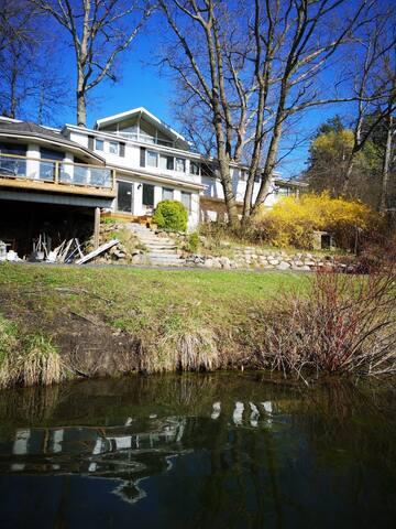 Luxury Lakeside Home   With Canoe & Lake Access