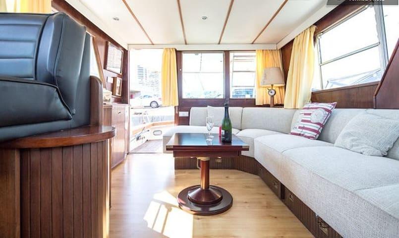YATE CON TERRAZA - Barcelona - Båt