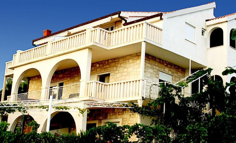 PaPe bnb Trogir Croatia