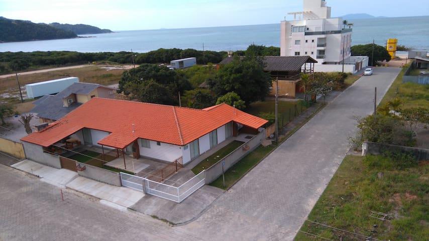 Casa a 70 m da praia -(c 3)- Praia Grande - G.C.R.