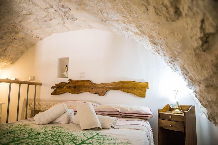Camera da letto soppalcata