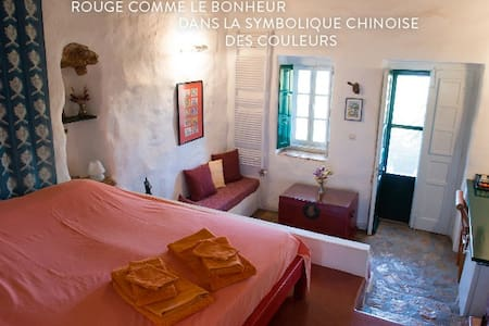 Leros : Psilalonia : Chambre Rouge - Bed & Breakfast