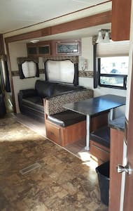 Cozy New RV with huge parking - Shiprock