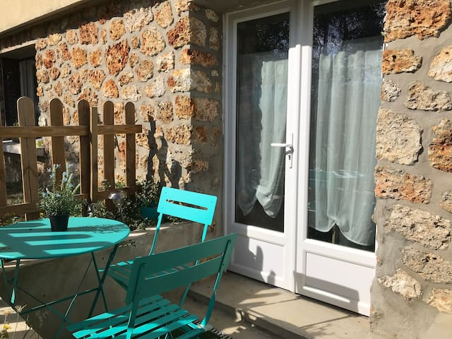 Charming cottage close to the station and nature