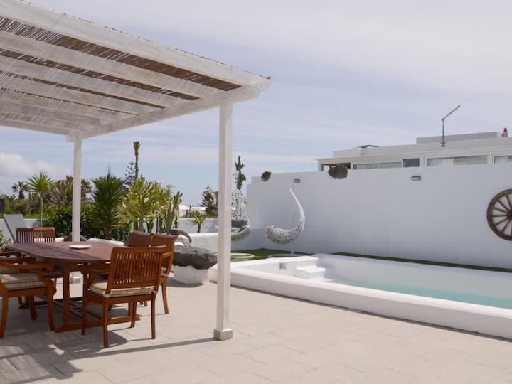 Villa Tranquilidad with amazing private terrace and heated pool