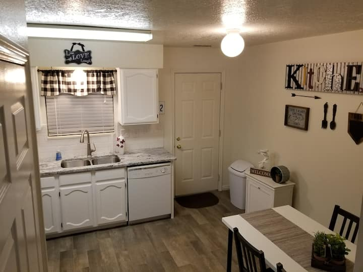 Updated condo close to BYU, convention center, etc