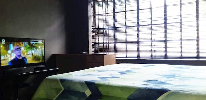 Sunny Hatfield Room   DSTV   Unlimited WIFI