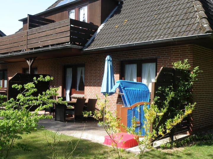 Wyk/Föhr: Schicke Ferienwohnung mit Terrasse