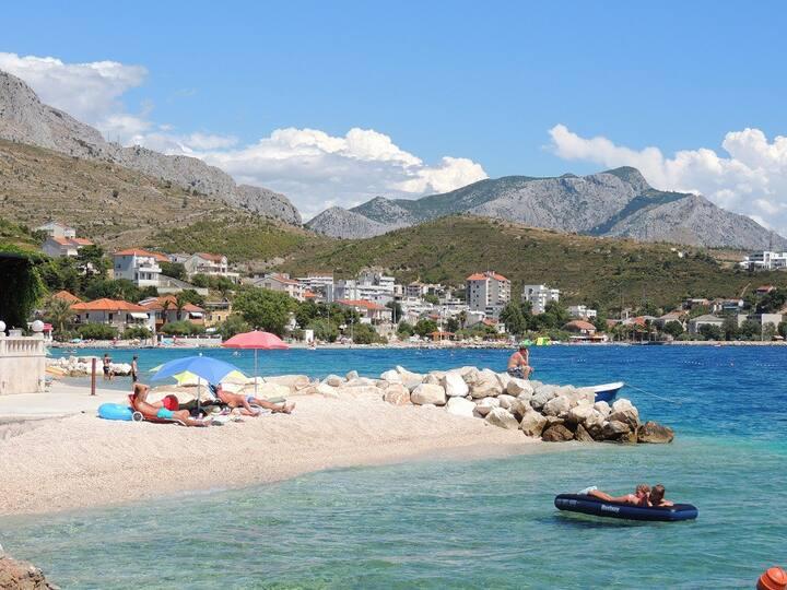 Charming beach ap. Mirjana (2+1) partial sea view