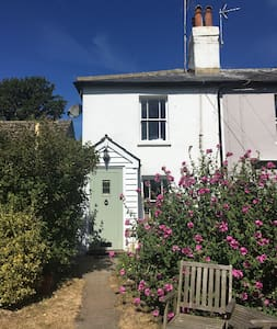 Charming Cottage in Rye Harbour