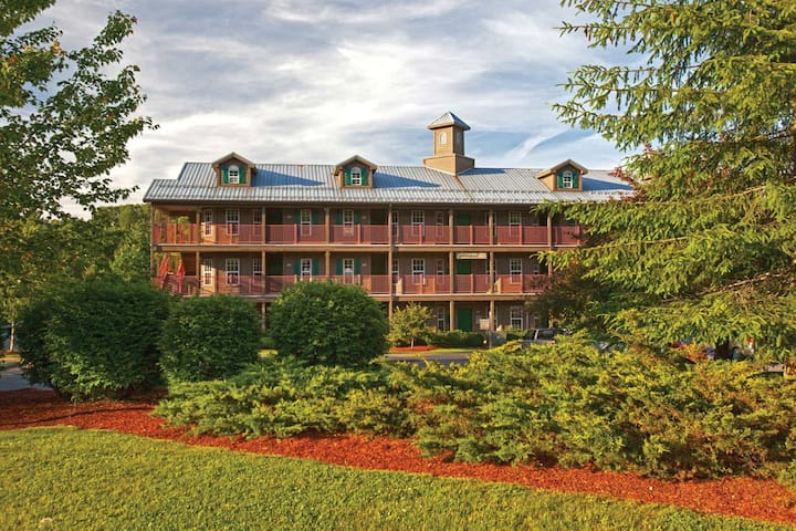 Holiday Inn Club Vacations Oak N' Spruce 1BR Suite, SUNDAY
