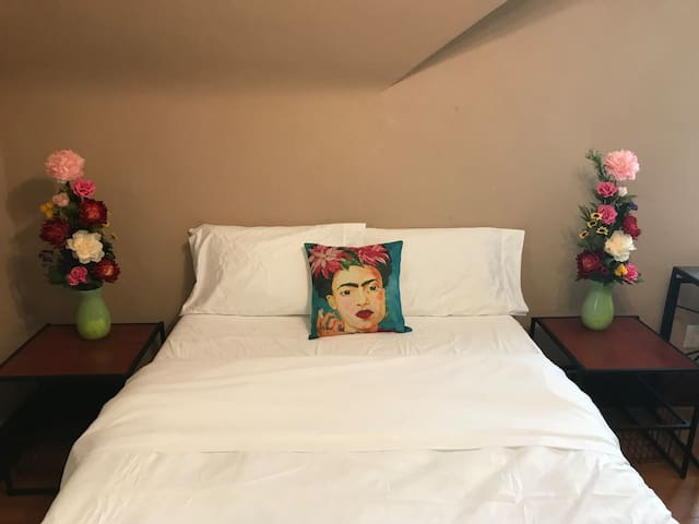 Frida Room at Ivy House