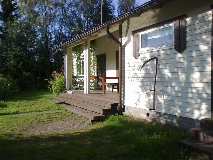 Oulujoen rannalla Uiton saunamökki