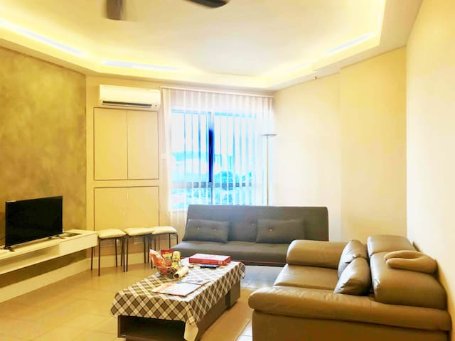 Cozy Home 1-bedroom apartment /Embassy Row in KL