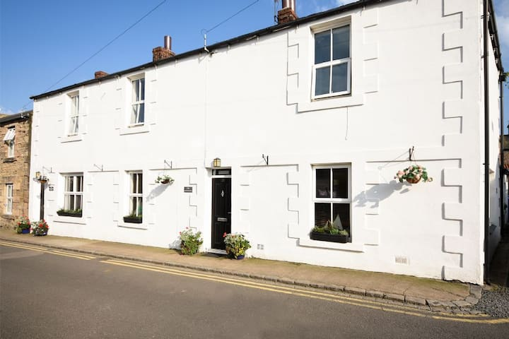 Characterful property close to the Harbour & Beach