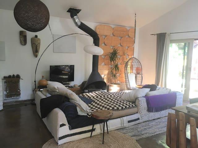 Topanga/Malibu Canyon Guest Cottage