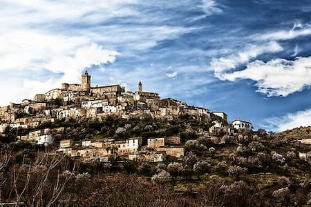 Capestrano, the heart of Abruzzo. - Capestrano