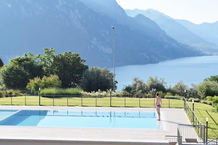 Ferienwohnung mit Pool und Aussicht am Iseosee