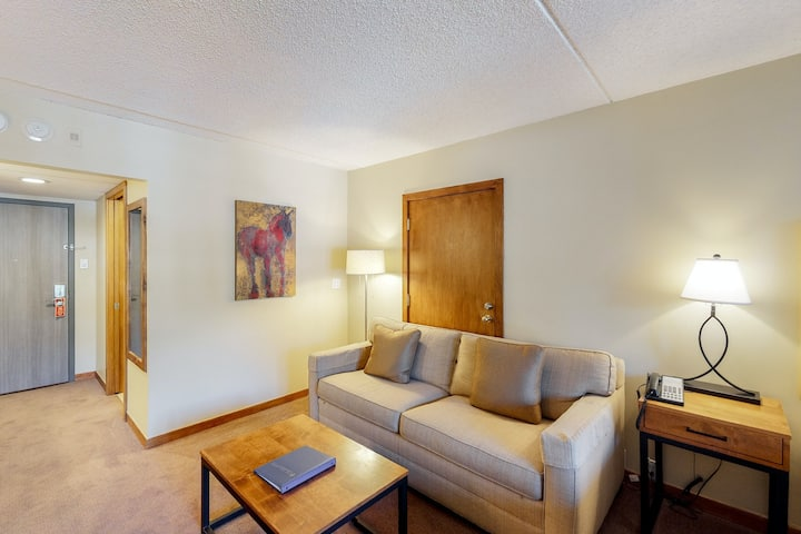 Ski-in/ski-out room with balcony, WiFi & shared outdoor pool, hot tub, firepit!